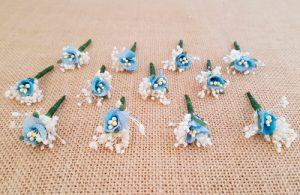 Flores sueltas azul
