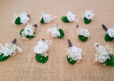 Flores sueltas blancas