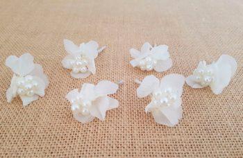 Flores sueltas hortensias y perlas