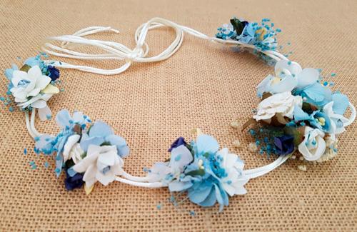 Cordón de raso con hortensias preservadas azul