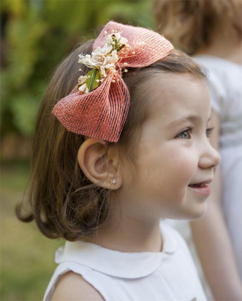 Diadema ni a lazo salm n flores en el pelo for Hacer diademas nina