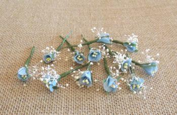 Flores sueltas azules