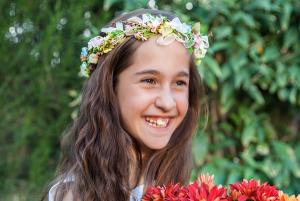 flores en el pelo medieval