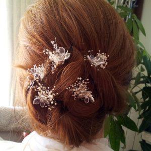 flores sueltas mariposas