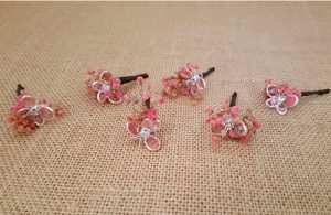 Flores sueltas mariposa plata rosa