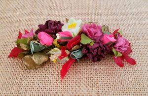 Tocado pequeño flores doradas y granates