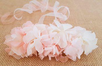 Prendido hortensias blancas y rosas