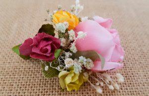 Prendidos novio rosas y paniculata