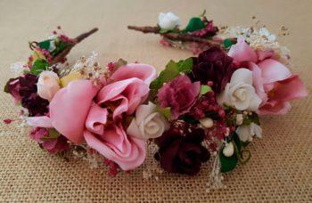 Diadema flores rosa y granate